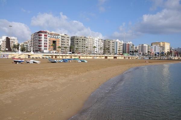 Playa de Las Alcaravaneras in Las Palmas Gran Canaria